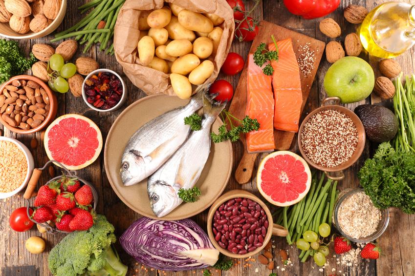 Expositor de ingredientes de la dieta mediterránea